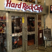 Photo taken at Hard Rock Cafe by Wesley S. on 1/19/2013
