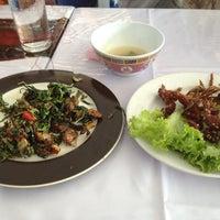 Photo taken at ร้านอาหารปลาใหญ่ ไผ่เขียว ลาดกระบัง by Jaruwan S. on 1/23/2013