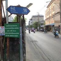 Photo taken at ครัวคุณเพ็ญ by Thavatchai V. on 3/18/2013