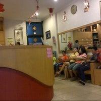 Photo taken at Shanghai Akupuntur & Fisiotherapi Center by Dinda J. on 2/26/2013