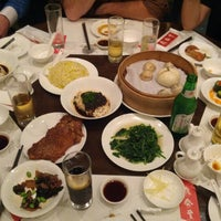 Photo taken at Din Tai Fung by Ian T. on 10/9/2012