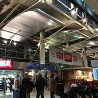 Photo taken at Aeroporto de Lisboa - Chegadas / Arrivals by Izzy S. on 3/30/2013