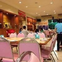 Photo taken at ห้องอาหาร โกแท้ (สมชัย) by เบญจวรรณ ส. on 11/22/2013