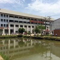 Photo taken at โรงเรียนศรีสวัสดิ์วิทยาคาร Srisawatwittayakarn School by Nai a on 5/26/2014
