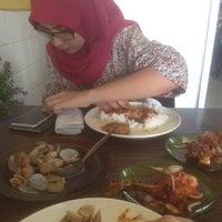 Photo taken at Restoran Minah by Rosmina I. on 4/29/2016