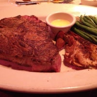 Photo taken at Outback Steakhouse by Maverick on 12/12/2012