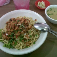 Photo taken at Mie Pangsit Gajah Mada by Kenny F. on 1/5/2014