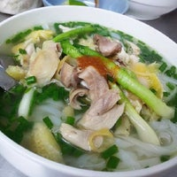Photo taken at Phở Lâm Nam ngư by Rainie M on 3/7/2014