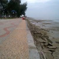 Photo taken at Pantai Morib by Shahdan A. on 1/19/2013