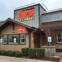 Photo taken at Logan's Roadhouse by Paul D. on 11/21/2014