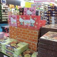 Photo taken at 二木の菓子 GLOBO蘇我店 by Yutaka I. on 3/25/2016