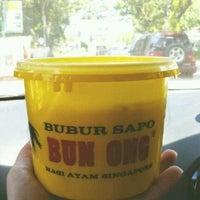 Photo taken at Bubur Sapo Bun Ong (24 jam) by Aiphing S. on 2/3/2013