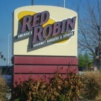 Photo taken at Red Robin Gourmet Burgers by Gary W. on 3/15/2013