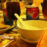 Photo taken at Ái Huê Restaurant 愛華酒樓 by 🌻 Fenie T. on 7/14/2013