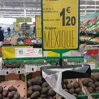 Photo taken at Carrefour Contact Marché Le Crès by Longboard34 D. on 1/18/2015
