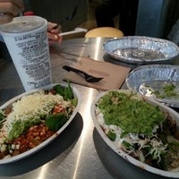 Photo taken at Chipotle Mexican Grill by dowoo on 8/23/2013