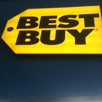 Photo taken at Best Buy by Rodrigo M. on 2/13/2013