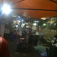 Photo taken at Bakmi dan Nasi Goreng Batas Kota by yukarie a. on 3/20/2013