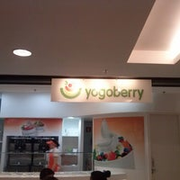 Photo taken at Yogoberry Original by Cathia R. on 12/18/2012