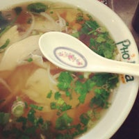 Photo taken at Pho Hoa Noodle Soup by Kandi P. on 4/19/2013