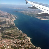 Photo taken at Aeroporto de Lisboa - Chegadas / Arrivals by Ricardo G. on 5/26/2013
