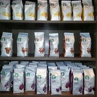 Photo taken at Starbucks by Roberto C. on 10/23/2012