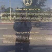 Photo taken at Mahkamah Tinggi Ipoh (High Court) by Rosseli H. on 8/13/2015