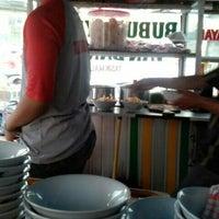 Photo taken at Bubur Ayam Van Danoe by Tony Hermanto T. on 8/18/2014