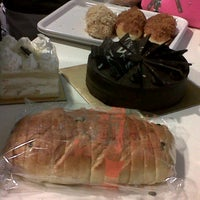 Photo taken at BreadTalk by nona n. on 1/23/2014