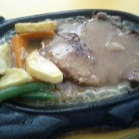 Photo taken at Waroeng Steak & Shake by Jihan on 4/3/2013