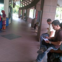 Photo taken at Immigration Department (Jabatan Imigresen) by Lukman A. on 11/1/2012