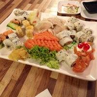 Foto tirada no(a) Hashi Sushi Bar por Dillan C. em 3/26/2013