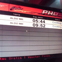 Photo taken at PHD - Pizza Hut Delivery by Aldo F. on 3/20/2013