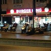 Photo taken at Burger King by bilal tevfik çolakoğlu on 6/20/2013