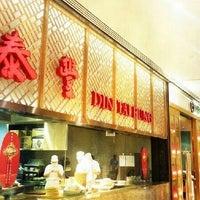 Photo taken at Din Tai Fung 鼎泰豐 by JC P. on 2/16/2013