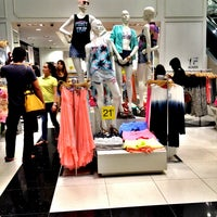 Photo taken at Forever 21 by 杨翼 on 6/28/2013