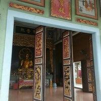 Photo taken at Wat Tham Kao Noi by Worapot R. on 11/7/2015