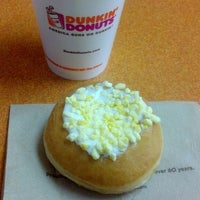 Photo taken at Dunkin' Donuts by Reinaldo D. on 6/8/2013