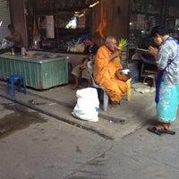 Photo taken at ตลาดสดเทศบาลเมืองปราจีนบุรี by Parinda P. on 11/5/2013