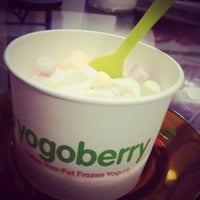 Photo taken at Yogoberry Original by Juliano B. on 3/3/2013