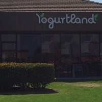 Photo taken at Yogurtland by Elliott L. on 6/7/2014