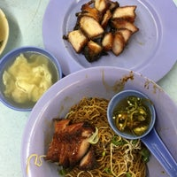 Photo taken at Restoran Puchong Fatt Kee by Vincent A. on 8/29/2016