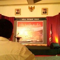 Photo taken at Gedung dewan pers by Mochamad Luqmanul H. on 3/17/2013