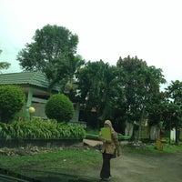 Photo taken at SMA Negeri 17 Makassar by Monaamirh on 2/23/2013
