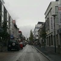 Photo taken at Laugavegurinn, göngugata by Júlíus S. on 9/11/2016
