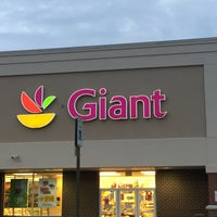 Photo taken at Giant by Ching Y. on 8/1/2016