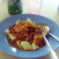 Photo taken at Restoran Raya by Ellieson Mae I. on 5/30/2013