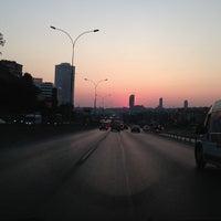 Photo taken at E-5 Göztepe Köprüsü by Edip YALTIR ç. on 7/13/2013