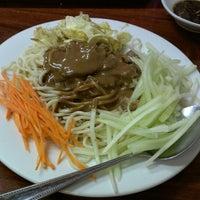 Photo taken at Pearl's Oriental Restaurant by Sam W. on 6/29/2013