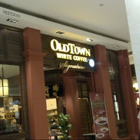 Photo taken at OldTown White Coffee by Syah Y. on 9/27/2012